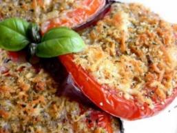 Баклажани, запечені з овочами
