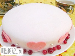 """Бісквітний торт з """"серцем"""" всередині"""