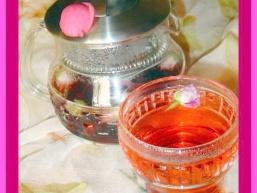 Чай з бутонів троянд і каркаде