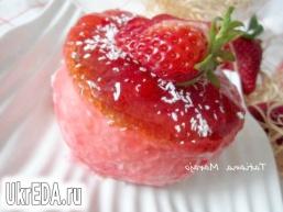 Десерт з полуничного мусу