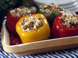 Фарширований перець в томатному соусі