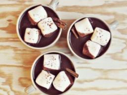 Гарячий шоколад з корицею