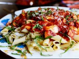 Італійська паста з куркою та моцарелою
