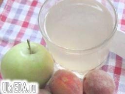 Яблучно-персиковий компот
