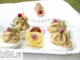 Яйця, фаршировані паштетом з скумбрії