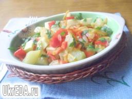 Кабачки, тушковані з болгарським перцем