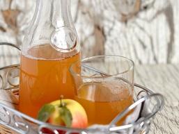 Як приготувати домашній яблучний сік на зиму
