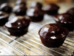 Як приготувати шоколад всім на заздрість: шоколадні міні-кекси