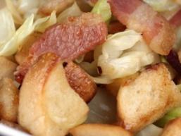 Капустяно - картопляна сковорода з шинкою