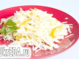 Капустяний салат з яблуком і солодким перцем