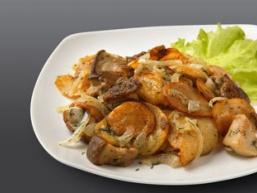 Картопля з тушонкою - просте і ситне домашнє блюдо