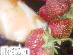 Полунична панна Котта з соусом