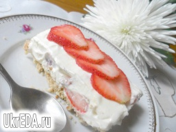 Полуничний чізкейк з білим шоколадом