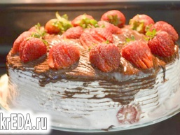 Полуничний маршмеллоу торт