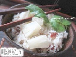 Кокосовий рис з родзинками