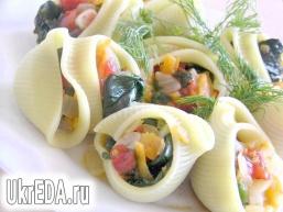 Лумаконі з овочами та шпинатом