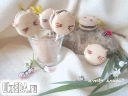 Макаронів з начинкою з молочного шоколаду