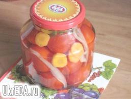 Мариновані помідори.