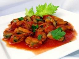 Мідії в томатному соусі