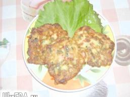 Оладки з цибулею і ковбасою