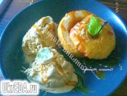 Печені яблука з карамеллю і арахісом