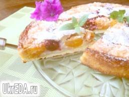Пиріг з франжіпані і фруктами