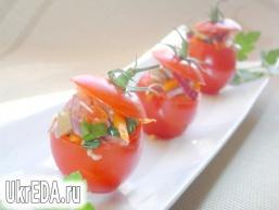 Помідори, фаршировані овочами