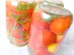 Помідори з морквяної бадиллям на зиму