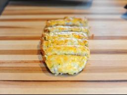Популярні рецепти з Італії: сирно-часниковий хліб