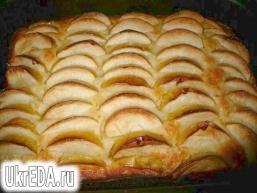Пишний яблучний пиріг