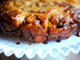 Рецепт булочок: Яблучно-карамельні булочки