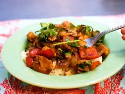 Рецепт салату з рисом: смажений салат з куркою та рисом