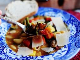 Рецепт супу: Овочевий суп мінестроне