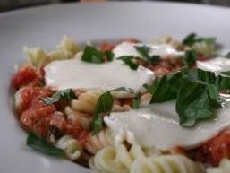 Рецепти салатів з моцарелою