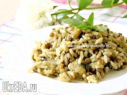 Рис із сочевицею, мідіями, цукіні і м'ятою