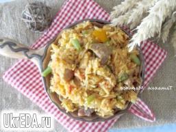 Рис зі свининою і зеленою квасолею