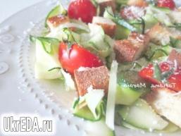Салат з цукіні з крутонами