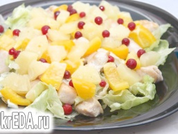 Салат з курки з ананасами