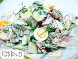 Салат з редису, огірків і перепелиних яєць