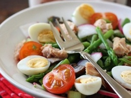 Салат з тунця консервованого. Смачно і корисно