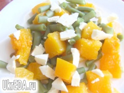 Салат з гарбуза і спаржевої квасолі з адигейським сиром