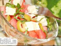 Салат з кавуном, фетою і оливками