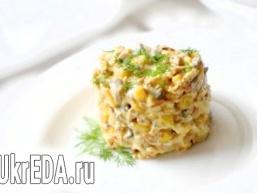 Салат з кукурудзою та грибами