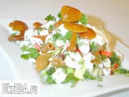 Салат з опеньками і крабовими паличками
