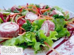Салат з рулетиками з салямі та сиру