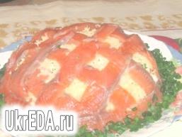 Салат з солоною сьомгою