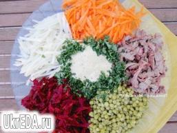 Салат з сирої буряком