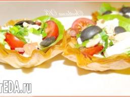 Салат в кошиках з тіста юфка (фило)