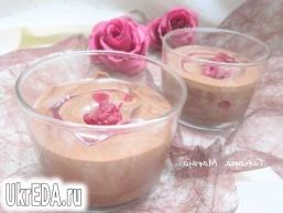 Шоколадний крем-мус з малиною
