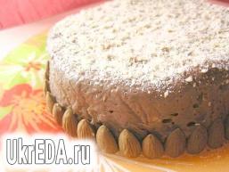 Шоколадний торт-тягучка з курагою та горіхами
